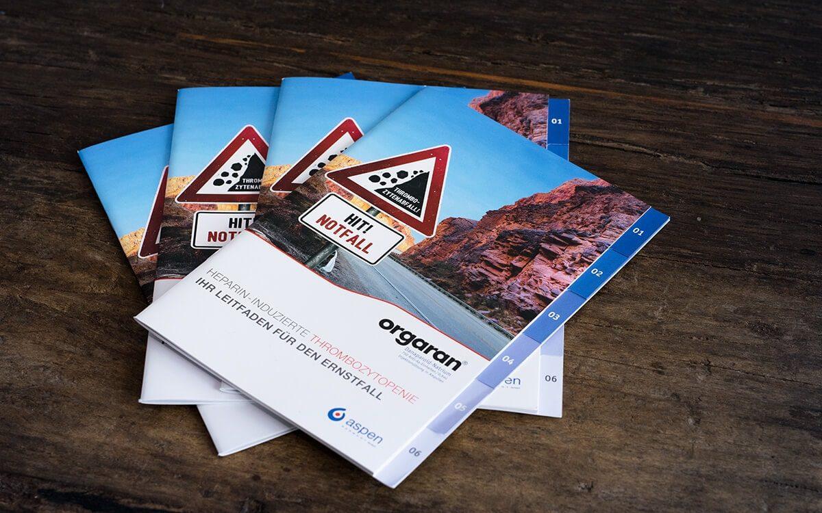 Mehrere Exemplare einer Broschüre für das Medikament Orgaran für Aspen Pharma