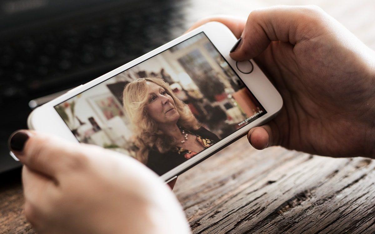 GeloRevoice Köln Video wird auf einem mobilen Gerät wiedergegeben